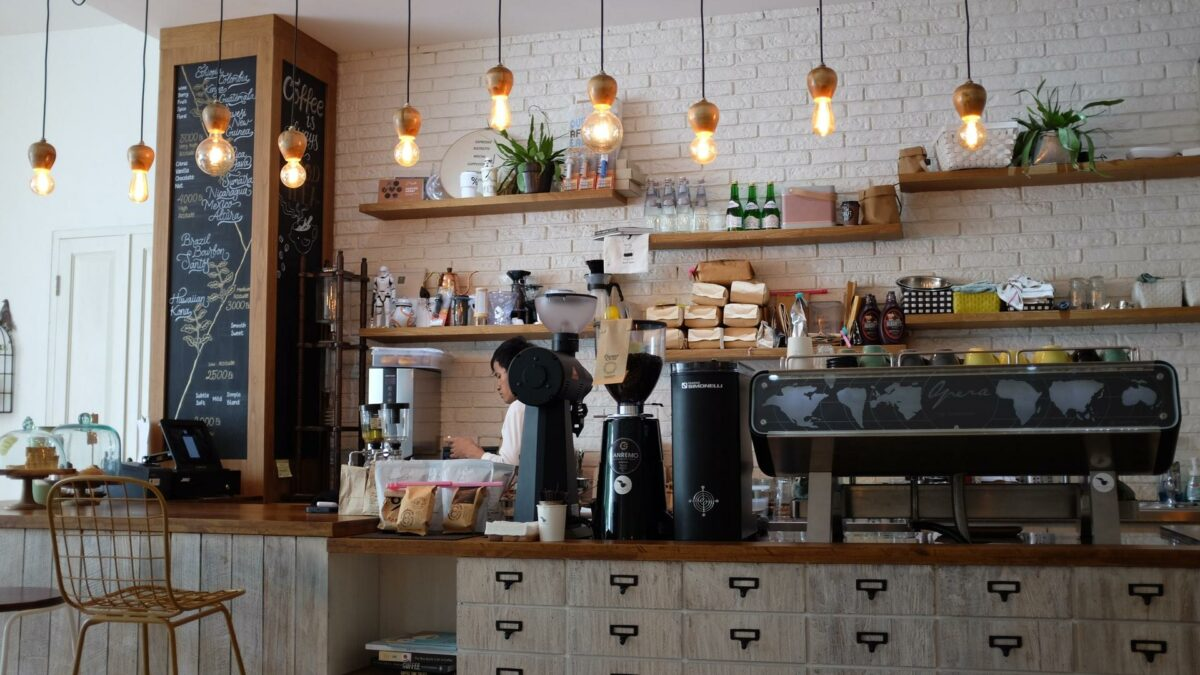 5 Tips for Furnishing Your Coffee House