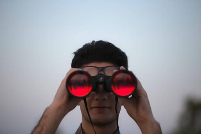 binoculars featured image